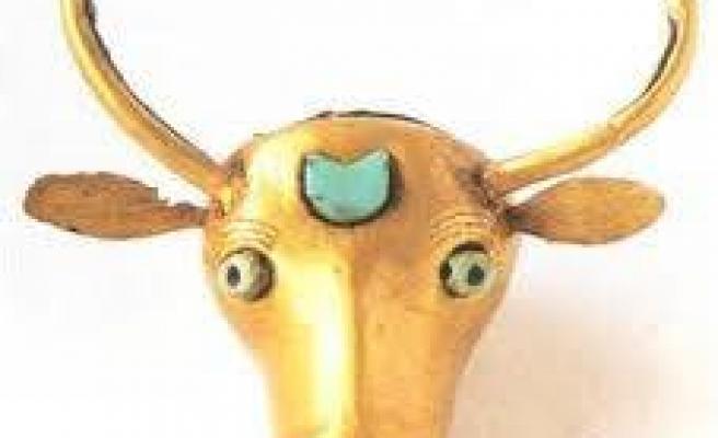 5.000 Yıllık saf altın ve yakuttan yapılmış öküz başının heykeli.