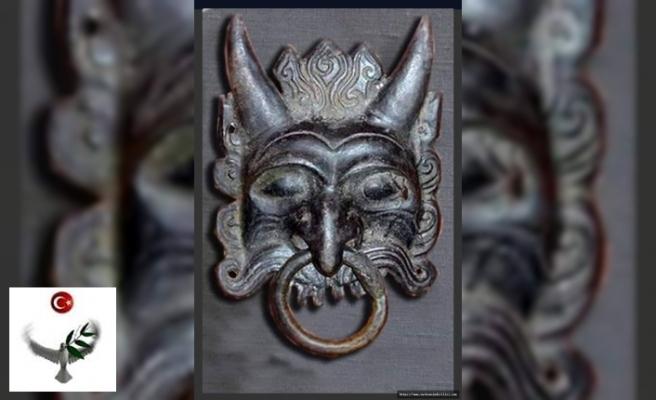 """""""Yeraltı Tanrısı Erlik"""" - Hun Saray'ına Ait Kapı Tokmağı - Nuray Bilgili"""