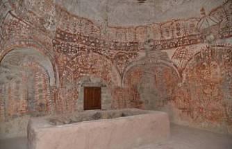 Osmanlı Uç Beyinin Türbesinde Gök Tanrı İnancı Motifleri Bulundu